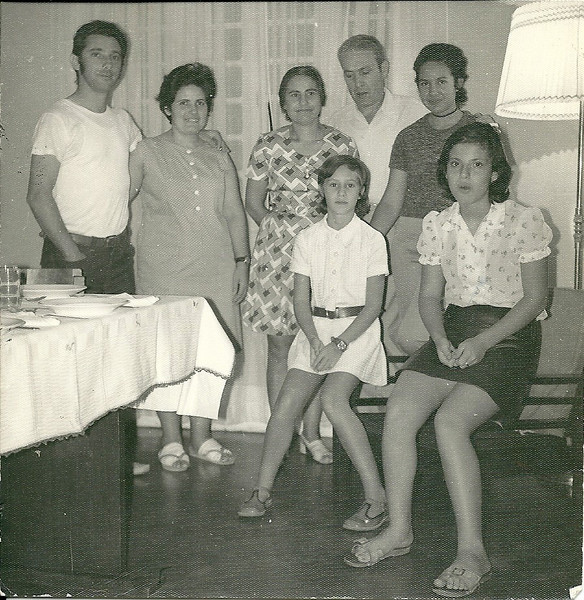 Esq. para a dta. Monção, Natália Monção, Hortense Beato, Beato, Teresa Beato, Ruth Beato e Vis Monção