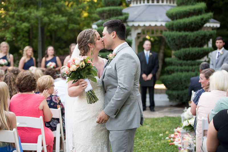 wedding-aisle-kiss.jpg