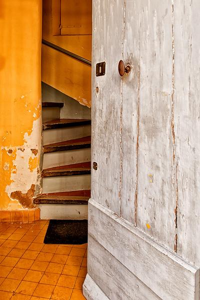 Mystery behind the door in Lourmarin