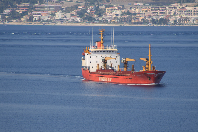 2009 - M/S AYHAN BAYRAKTAR crossing the Strait of Messina.