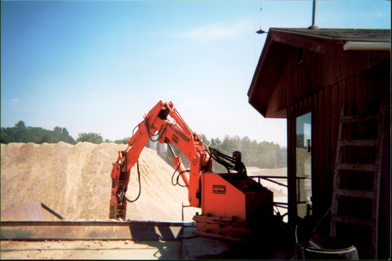 NPK B500 pedestal boom system with E208 hydraulic hammer-breaking rock in quarry (5).JPG