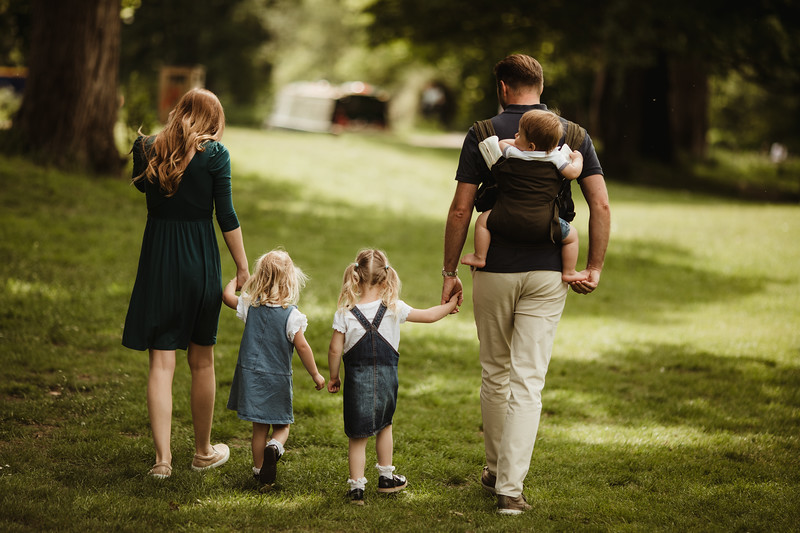 Izmi_Baby_Carrier_Olive_Lifestyle_Back_Carry_Family_Walk.jpg