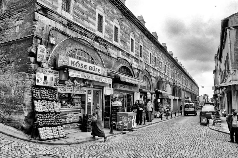 istanbul street bw 1.jpg