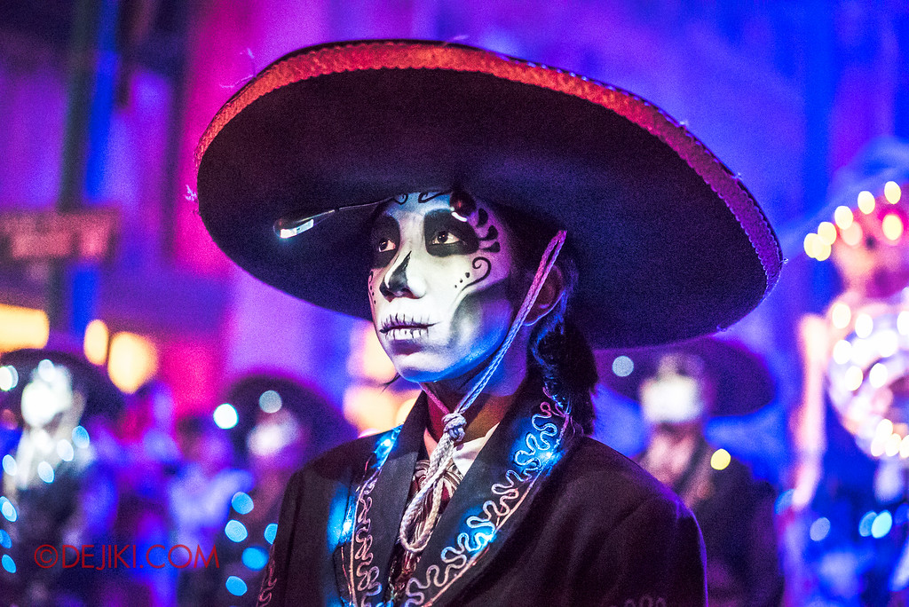 Halloween Horror Nights 6 - March of the Dead / Death March - The Band, girl with bokeh behind