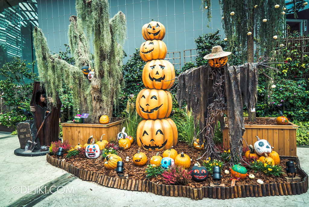 Gardens by the Bay - Autumn Harvest Floral Display - Halloween section
