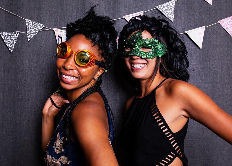 Montreal_Wedding_Photographer_Lindsay_Muciy_Photography+Video_M&E_PHOTOBOOTH_50.jpg