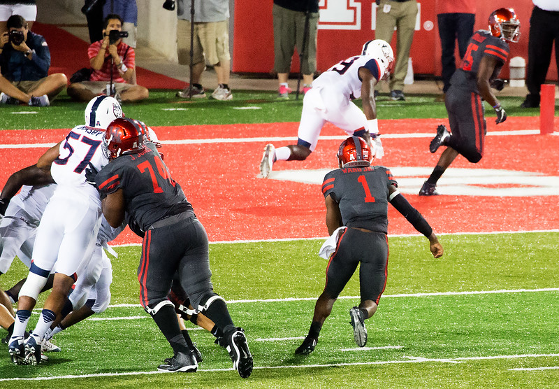 Ward keeps and rushes ten yards for another UH Touchdown ...