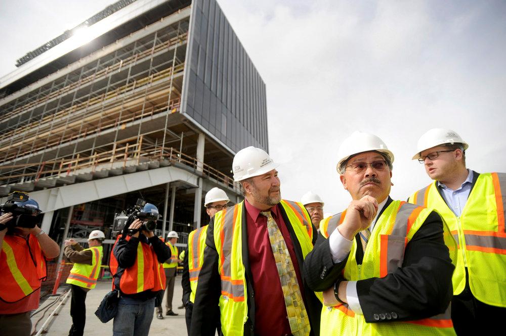 . San Francisco Mayor Ed Lee (C) and Santa Clara Mayor Jamie Matthews (L) tour Santa Clara Stadium, the future home of the NFL\'s San Francisco 49\'ers, in Santa Clara, California  March 6, 2013. The stadium is scheduled to open in time for the 2014 NFL season.  REUTERS/Noah Berger