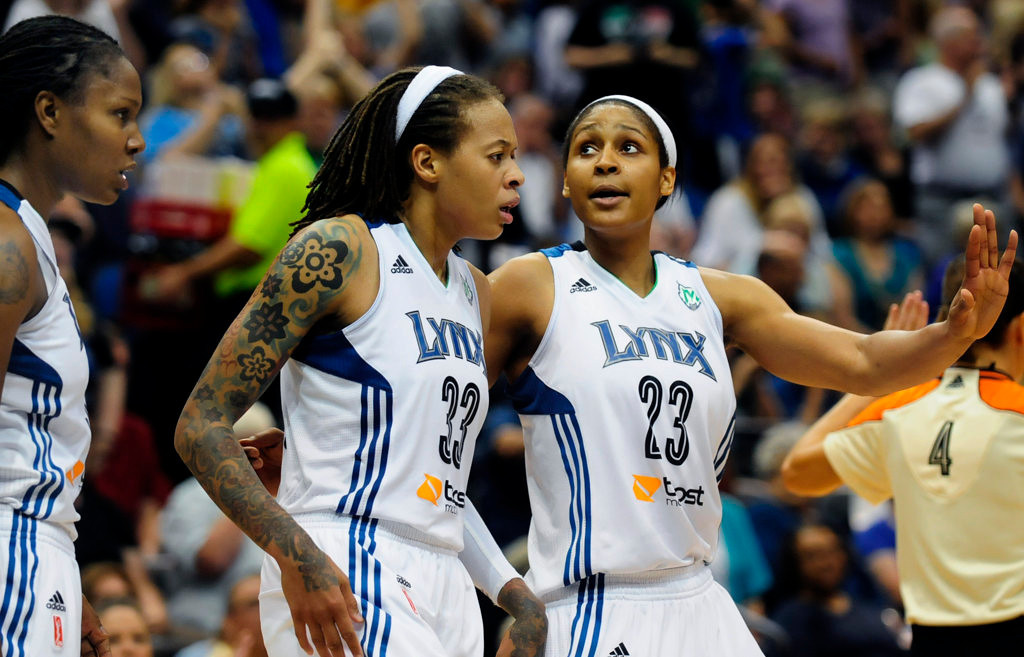 . Minnesota\'s  Maya Moore, right, who scored 24 points, tries to rally her teammates with less than a minute to go, including Rebekkah Brunson, left, and Seimone Augustus, as the Lynx\'s 10-game winning streak ended. (Pioneer Press: Scott Takushi)