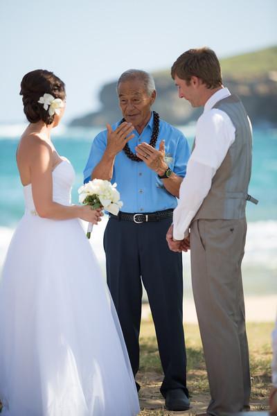 gillin beach kauai wedding-71.jpg