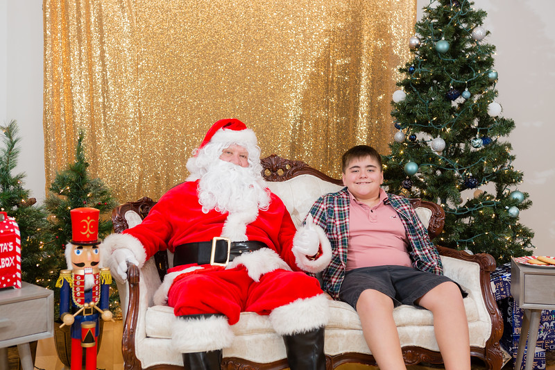 FADS Picture with Santa-277.jpg