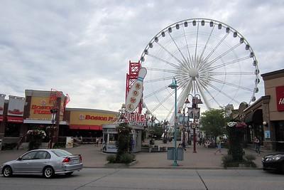 Niagara Falls, Ontario : Tourist town par excellence !  [Vivienne]
