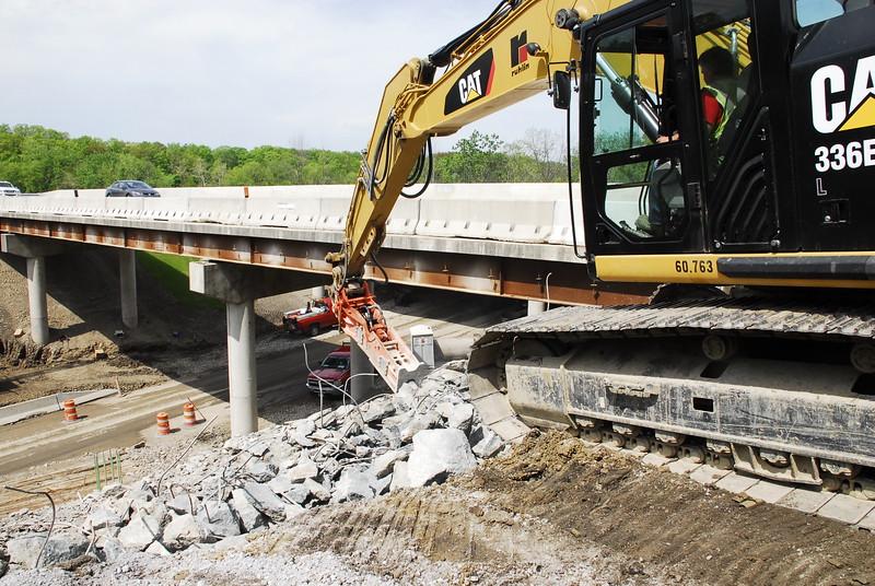 NPK GH12 hydraulic hammer on Cat excavator_bridge demolition (28).JPG