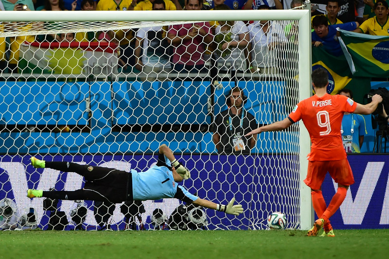 . Netherlands\' forward and captain Robin van Persie (R) scores his penalty past Costa Rica\'s goalkeeper Keylor Navas in the quarter-final football match between the Netherlands and Costa Rica at the Fonte Nova Arena in Salvador during the 2014 FIFA World Cup on July 5, 2014.  (RONALDO SCHEMIDT/AFP/Getty Images)