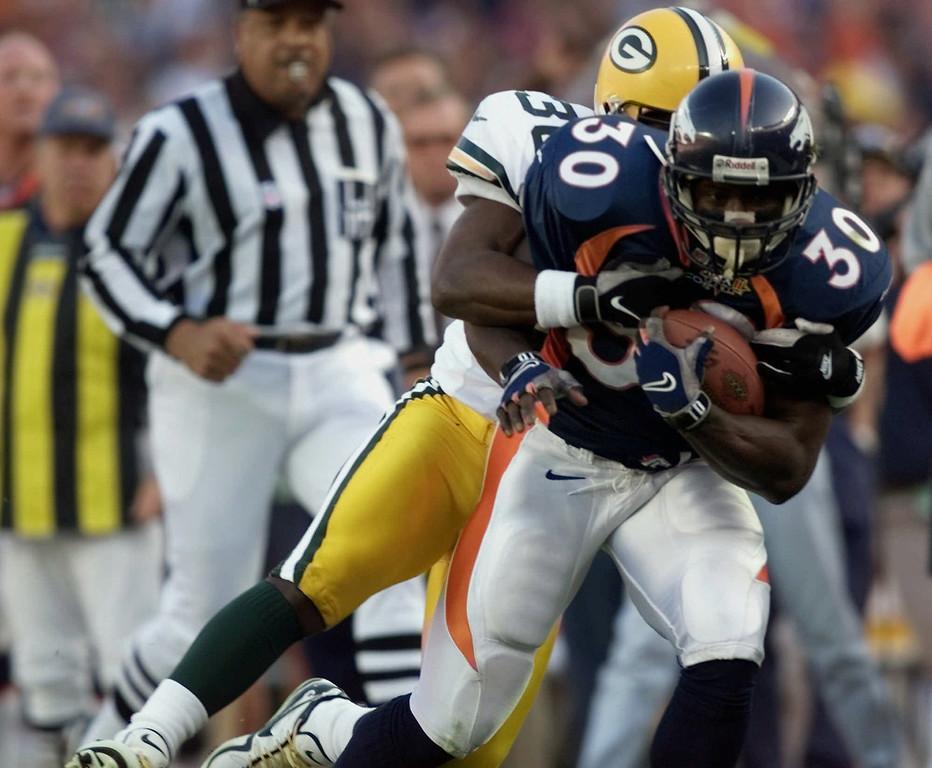 . Denver Broncos running back Terrell Davis (30) scores the first touchdown for the Broncos during Super Bowl XXXII at Qualcomm Stadium in San Diego Sunday, Jan. 25, 1998. (AP Photo/Hans Deryk)