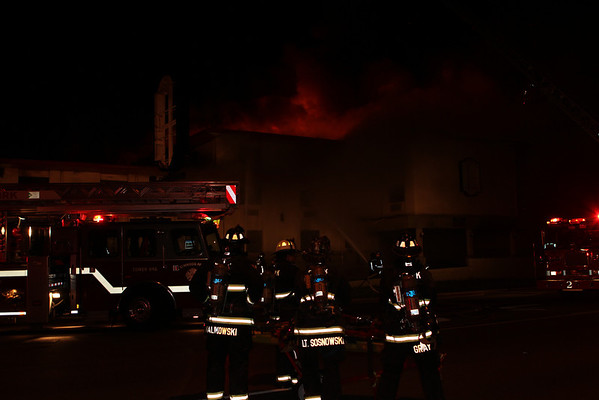 FRANKLIN PARK, IL 3RD ALARM FIRE IN A VACANT SUPER 8 MOTEL  3010 N. MANNHEIM ROAD (08-11-2011)