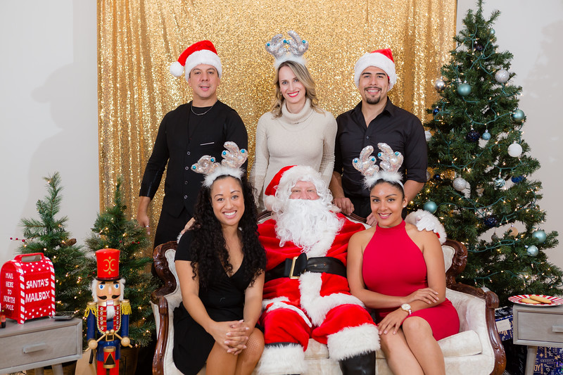 FADS Picture with Santa-378.jpg