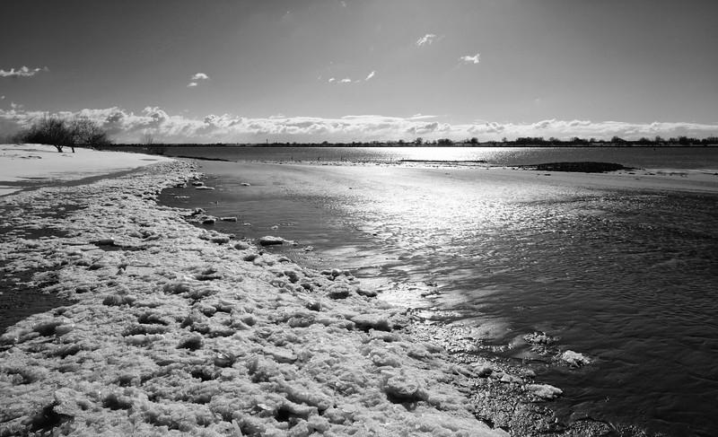 Eis auf der Elbe bei Wedel im Winter
