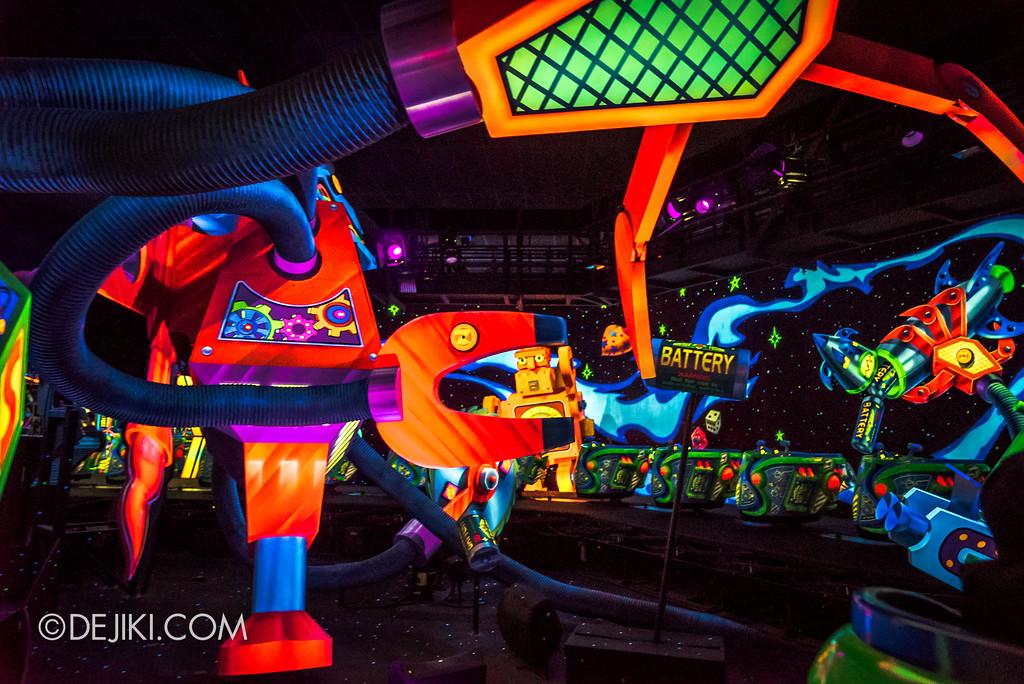 Hong Kong Disneyland Buzz Lightyear Astro Blasters Last Mission - Gigantorobot