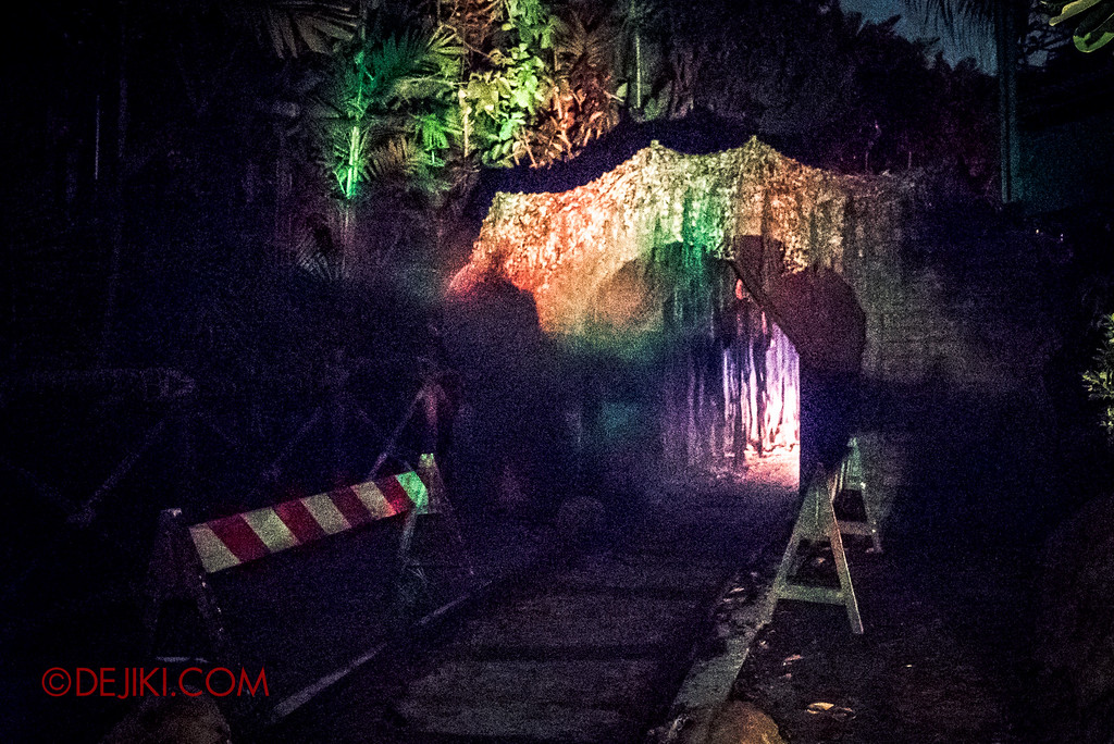 Halloween Horror Nights 6 - Suicide Forest scare zone / The other end of the tunnel