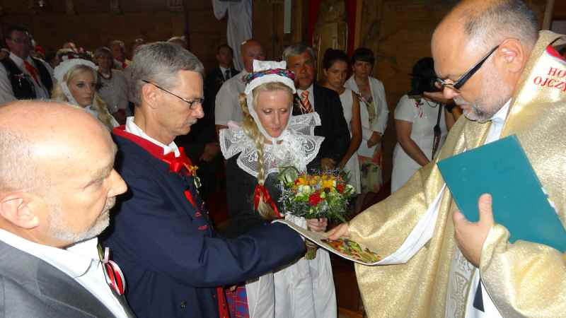 Jim and Kathy Mazurkiewicz renew their wedding vows