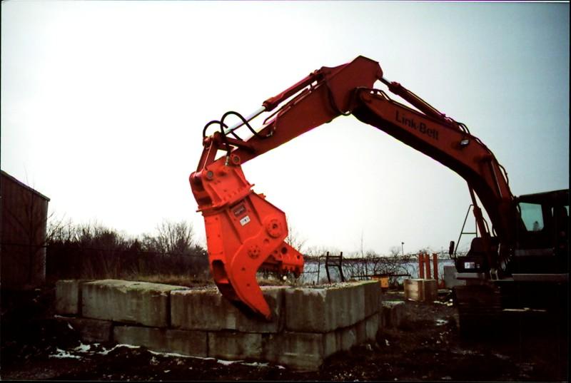 NPK U21J concrete pulverizer on Link-Belt excavator (26).JPG