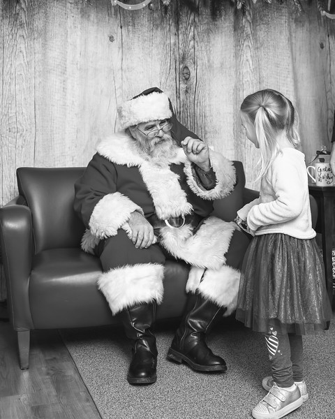 Ameriprise-Santa-Visit-181202-4952-BW.jpg