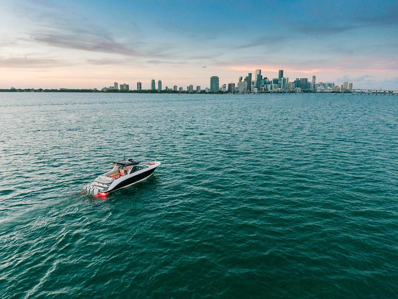 2021-SLX-R-400-e-Outboard-running-2.jpg