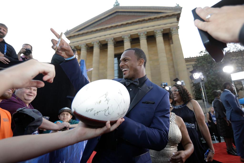 . Clemson\'s Deshaun Watson arrives for the first round of the 2017 NFL football draft, Thursday, April 27, 2017, in Philadelphia. (AP Photo/Julio Cortez)