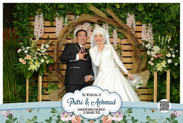 Putri dan Achmad Wedding Photobooth Gallery