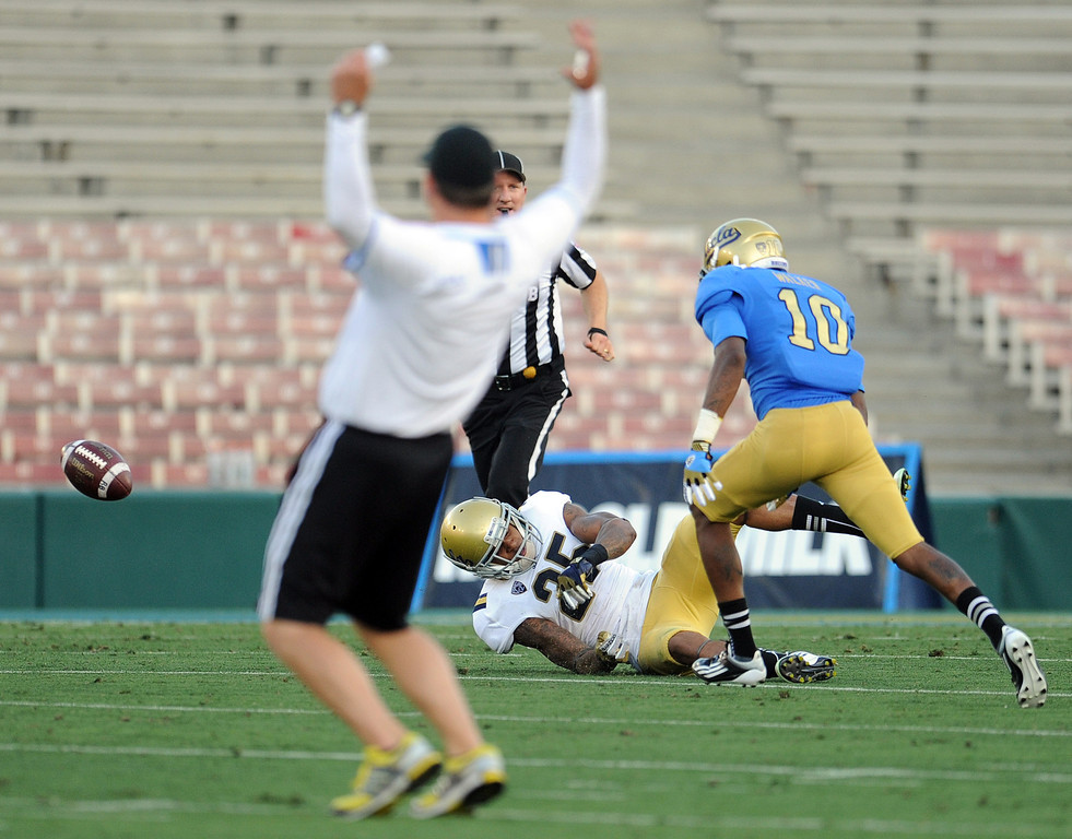 . UCLA head coach Jim Mora reacts as linebacker Brandon Sermons (25) breaks-up a pass to UCLA\'s Kenneth Walker (10) during the football spring showcase college football game in the Rose Bowl on Saturday, April 27, 2013 in Pasadena, Calif.    (Keith Birmingham Pasadena Star-News)