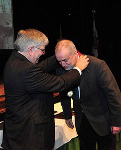 President Kopp (left) presents medal to John Van Kirk, professor of English, Distinguished Artists and Scholars Award, senior recipient in the field of Arts, Social Sciences, Humanities, Education and Business