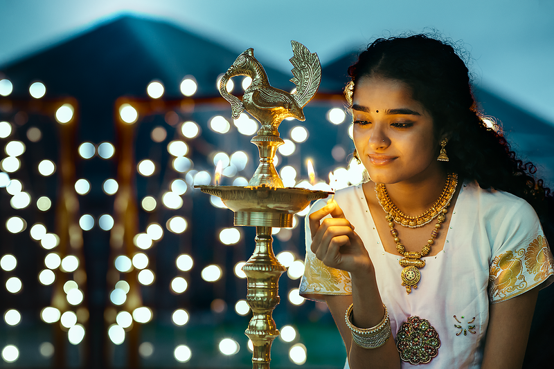 Ritika-in-Kerala-Dress-with-Diya.png