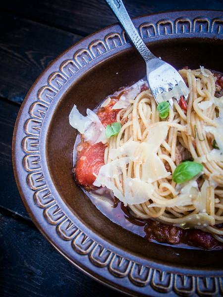 spaghetti puttanesca with fork 2.jpg