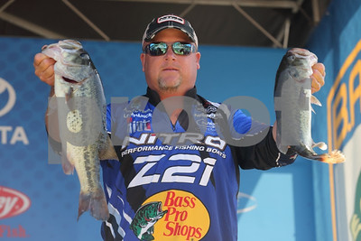 new-york-angler-adjusts-to-southern-conditions-to-take-toledo-bend-lead