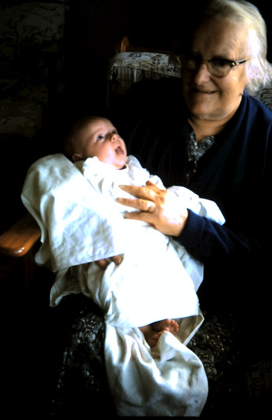 1965-8-28 (2) Susan 5 wks with Grandma.JPG