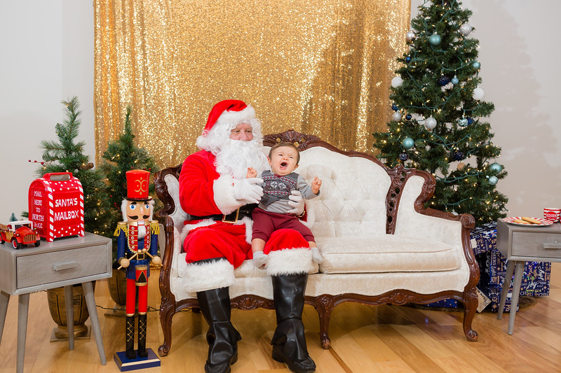 FADS Picture with Santa-261.jpg