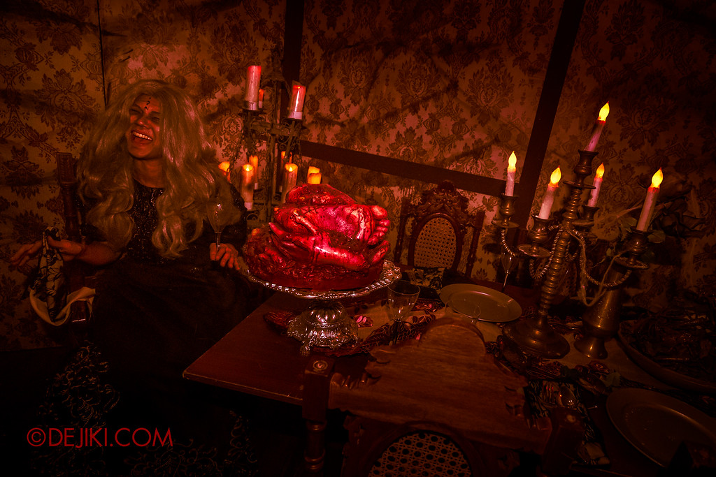 Halloween Horror Nights 6 - Salem Witch House / Horror Dining