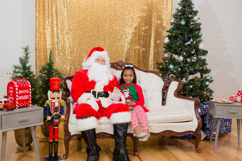 FADS Picture with Santa-269.jpg