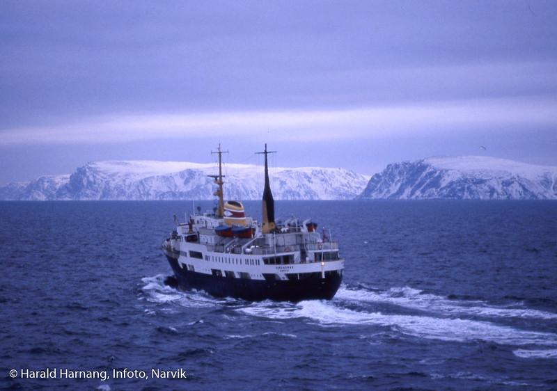 MS Nordnorge, ODS, er passert. Finnmarkskysten.