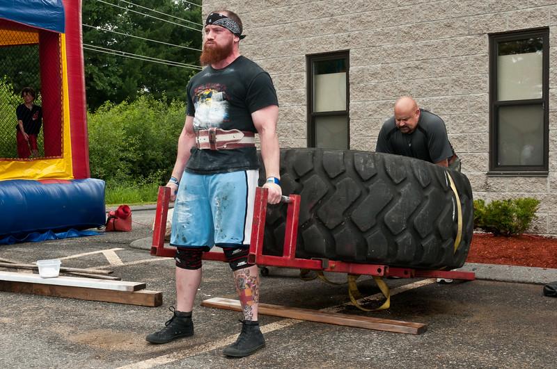 Fitness Revolution Strongman Challenge 2011_ERF3982.jpg