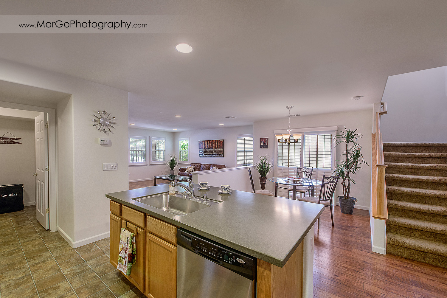 Pittsburd house dining room seen from kitchen - real estate photography