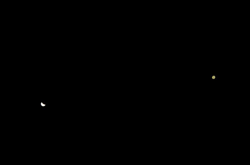 Jupiter a Venuše 30.6.2015 - pokus o trochu detailnější snímek, na kterém jsou vidět Jupiterovy pásy.