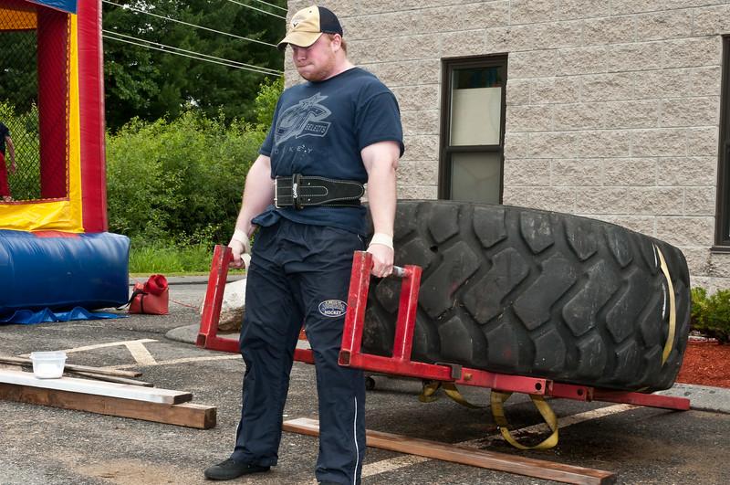 Fitness Revolution Strongman Challenge 2011_ERF3962.jpg