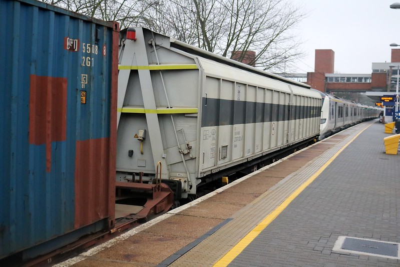 80.2797002-8 seen in 6x70 Dollands Moor-Hornsey consist, used as a barrier wagon for the new 700 emu deliveries   21/12/17