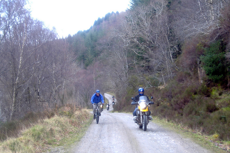 Mountain bike overtakes Trev !.jpg