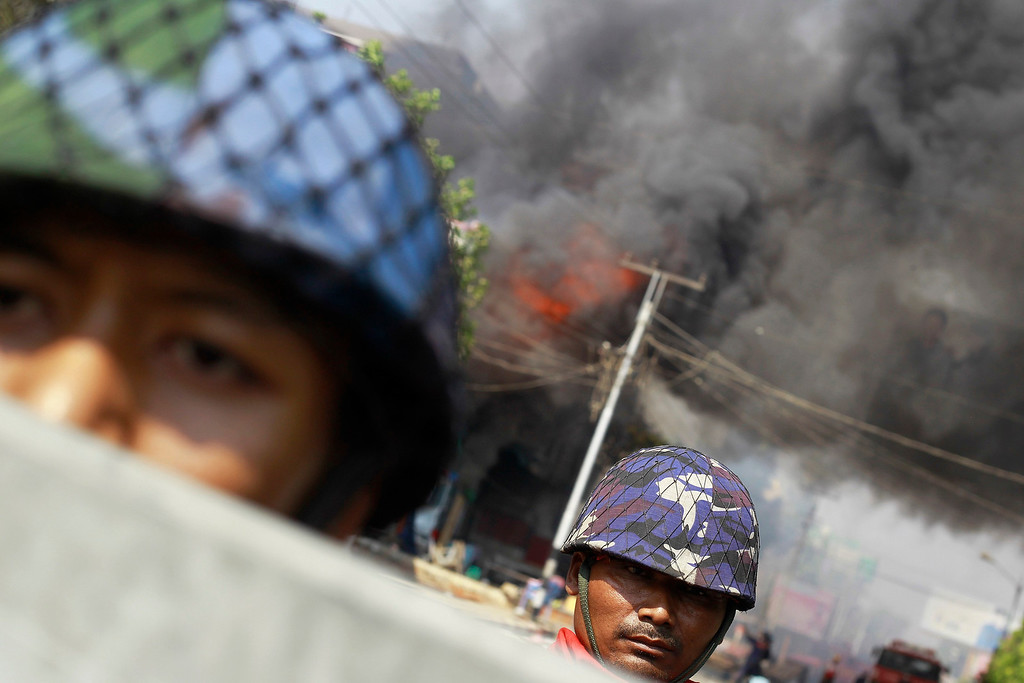 . Policemen are deployed to provide security amid riots in Meikhtila March 22, 2013.   REUTERS/Soe Zeya Tun