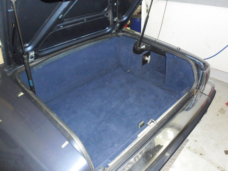Here an XJS boot has had a flat-floor conversion where the battery, spare wheel and tools are hidden beneath a new floor.