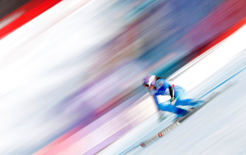 . Tina Maze of Slovenia skis during the second run of the women\'s Giant Slalom race at the World Alpine Skiing Championships in Schladming February 14, 2013.       REUTERS/Dominic Ebenbichler