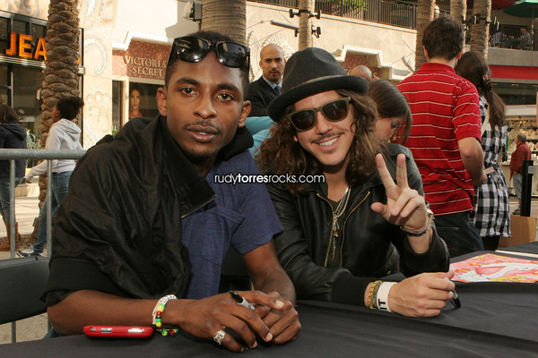 Shwayze & Cisco Adler Performance & Signing at the Hollywood & Highland Complex 11.07.2009